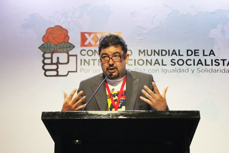 Roberto Marrero addressing the last Congress of the Socialist International held in Cartagena, Colombia.